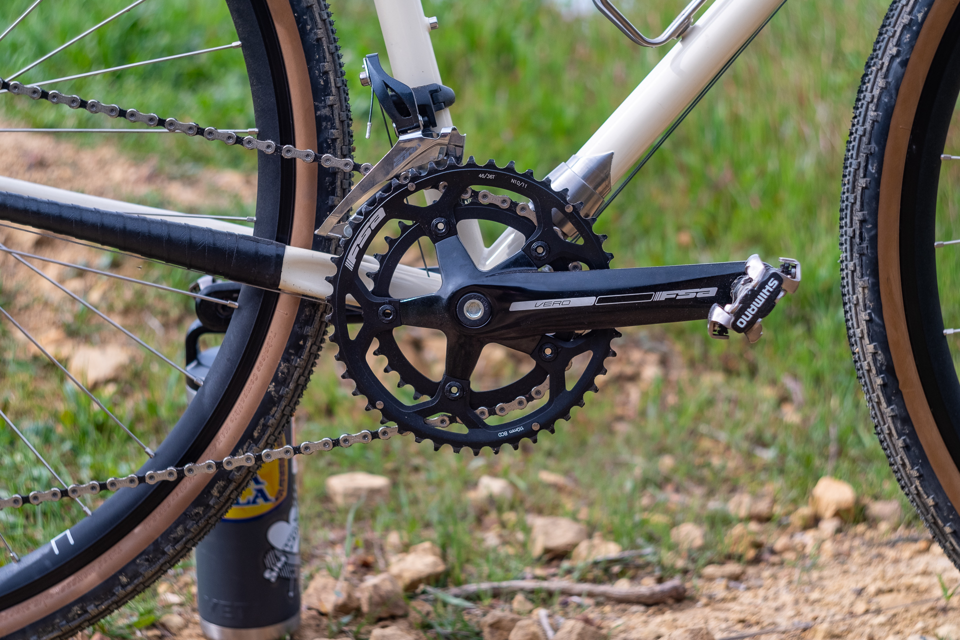 Surly Travelers Gravelers Check FSA Vero crankset detail.