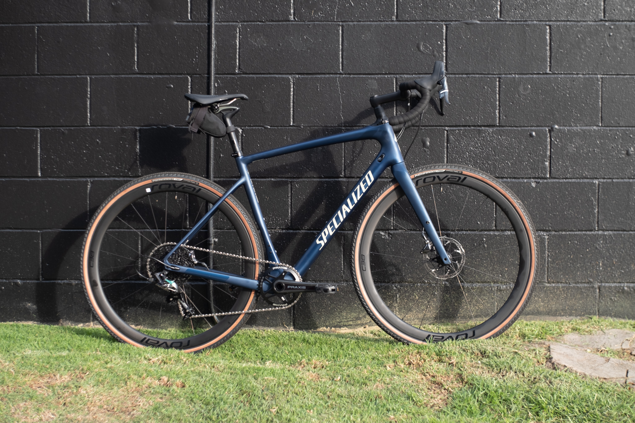 2020 Specialized Diverge Comp X1 side view